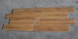 Gạch vân gỗ 15x80 màu nâu giá rẻ nhập khẩu Trung Quốc DW15856A