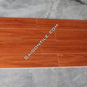 Gạch vân gỗ 15x90 lót nền màu nâu đỏ Trung Quốc giá rẻ DMW15927